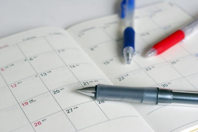 スケジュール帳とペン